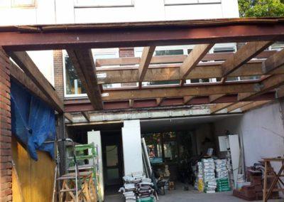 Dak voor nieuwe uitbouw